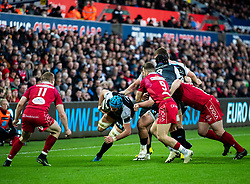 Justin Tipuric of Ospreys under pressure from Gareth Davies of Scarlets<br /> <br /> Photographer Simon King/Replay Images<br /> <br /> Guinness PRO14 Round 11 - Ospreys v Scarlets - Saturday 22nd December 2018 - Liberty Stadium - Swansea<br /> <br /> World Copyright © Replay Images . All rights reserved. info@replayimages.co.uk - http://replayimages.co.uk