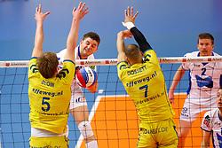 20150426 NED: Eredivisie Landstede Volleybal - Abiant Lycurgus, Zwolle<br />Steven Irvin (14) of Abiant Lycurgus<br />©2015-FotoHoogendoorn.nl / Pim Waslander