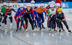 10-12-2016 NED: ISU World Cup Speed Skating, Heerenveen<br /> Massasprint vrouwen Irene  Schouten #14, Annouk  van der Weijden #9