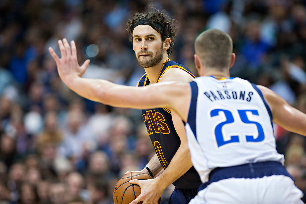 DALLAS, TX - JANUARY 12:  Kevin Love #0 of the Cleveland Cavaliers with the ball being guarded by Chandler Parsons #25 of the Dallas Mavericks at American Airlines Center on January 12, 2016 in Dallas, Texas.  NOTE TO USER: User expressly acknowledges and agrees that, by downloading and or using this photograph, User is consenting to the terms and conditions of the Getty Images License Agreement.  The Cavaliers defeated the Mavericks 110-107.  (Photo by Wesley Hitt/Getty Images) *** Local Caption *** Kevin Love; Chandler Parsons