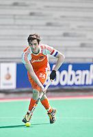 ROTTERDAM - HOCKEY -  Aanvoerder Robert van der Horst tijdens de oefenwedstrijd tussen de mannen van Nederland en Engeland (2-1) . FOTO KOEN SUYK