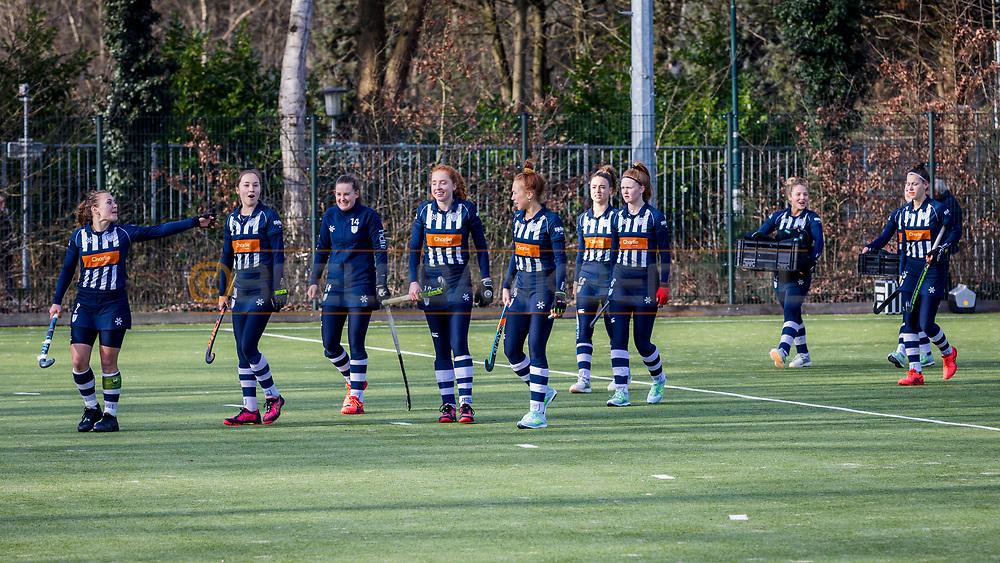 BILTHOVEN -  Hoofdklasse competitiewedstrijd dames, SCHC v hdm, seizoen 2020-2021.<br /> Foto: Team hdm klaar voor de wedstrijd