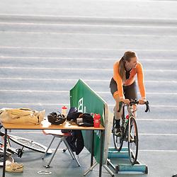 30-04-2020: Wielrennen: persmoment KNWU: Apeldoorn<br />De KNWU baanselectie trainende vandaag voor de eerste keer op de baan met inachtneming van het Corona protocol. Shanne Braspennincx