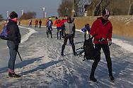 Schaatsen Elfstedentochtroute bij Getswerderzijl (voor Franeker)