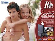 Affiche d'une campagne de publicité pour Nestlé Nouvelle Calédonie.Un jeune garçon portant une jeune fille sur son dos.