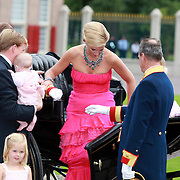 NLD/Apeldoorn/20070901 - Viering 40ste verjaardag Prins Willem Alexander, Willem Alexander, Maxima, Amalia, Elaxia en Ariana in een koets