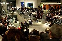 """24 FEB 2005, BERLIN/GERMANY:<br /> Veranstaltung """"Es gilt das gesprochene Wort"""" in der  Skylobby mit Durs Gruenbein, Autor, Christina Weiss, SPD, Staatsministerin fuer Kultur im Bundeskanzleramt, Marcel Reich-Ranicki, Literaturkritiker, Gerhard Schroeder, SPD, Bundeskanzler, Bundeskanzleramt<br /> IMAGE:20050224-02-019<br /> KEYWORDS: Lesung, Diskussion, Durs Grünbein, Gerhard Schröder, Übersicht, Uebersicht"""