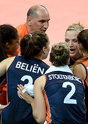 01-10-2014 ITA: World Championship Volleyball Servie - Nederland, Verona<br /> Nederland verliest met 3-0 van Servie en is kansloos voor plaatsing final 6 / Ass. Coach Ron Zwerver, Judith Pietersen