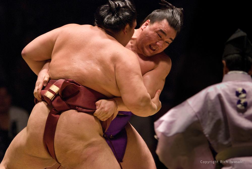 Ama (right) and Kisenosato compete in the semi-final round of Day 2 of Grand Sumo Tournament Los Angeles 2008, Los Angeles Sports Arena, Los Angeles, California