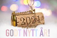 Nyttårshilsen i form av Champagne-kork med innpreget årstall 2021 og pastell «Godt nytt år!»-tekst.