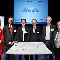 Nederland,Bussum ,19 november 2014.<br /> ZZP pensioencongres in Spant theater in Bussum tijdens ondertekening van de overeenkomst.<br /> v.l.n.r. Louise Beduwé (PZO)-ZZP), Peter van Wageningen (Loyalis), Charles Verhoef (Zelfstandigen Bouw) Dick Sluimers (APG) Henk Wesselo (FNV Zelfstandigen) en Maarten Post ( St. ZZP Nederland) Pensioenopbouw ZZP<br /> ANPinOpdracht/Jean-Pierre Jans
