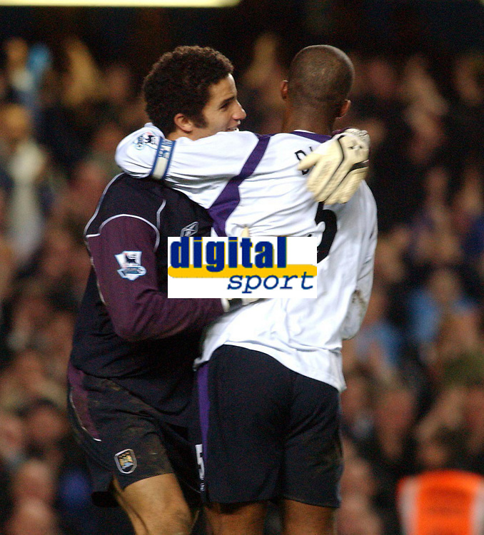 Fotball<br /> Premier League 2004/05<br /> Chelsea v Manchester City<br /> 6. februar 2005<br /> Foto: Digitalsport<br /> NORWAY ONLY<br /> City's David James and Sylvain Distin celebrate keeping a second cleen sheet agaonst Chelsea in the same season