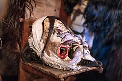 THEMENBILD - eine Hexenmaske aus Zirbenholz, aufgenommen am 03. Dezember 2017, Kaprun, Österreich // a witch mask made of pine wood on 2017/12/03, Kaprun, Austria. EXPA Pictures © 2017, PhotoCredit: EXPA/ Stefanie Oberhauser