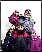 Fatma, 30 anni. Quattro figli: Mohammed (9 anni), Batula (6), Rua (5), Halil (2). Siria. One Stop Centre Presevo, Serbia.