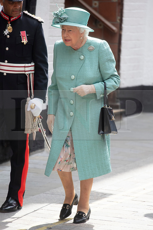© Licensed to London News Pictures. 22/05/2019. Queen Elizabeth II visits the Sainsburys pop-up store in Covent Garden to celebrate the companies 150th anniversary. London, UK. Photo credit: Ray Tang/LNP