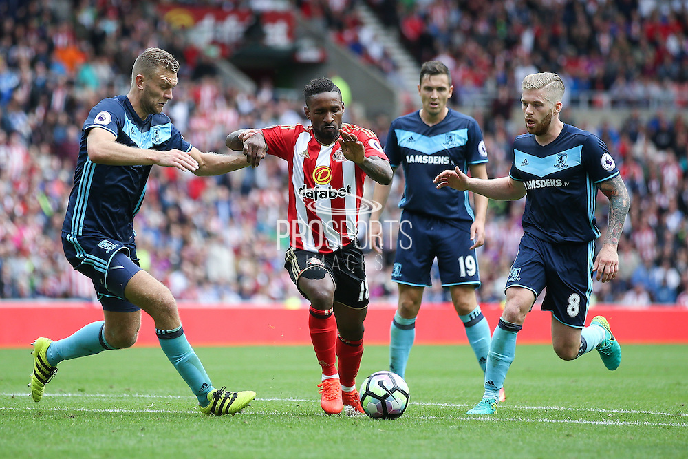 Sunderland forward Jermain Defoe (18)  gets into the penalty area during the Premier League match between Sunderland and Middlesbrough at the Stadium Of Light, Sunderland, England on 21 August 2016. Photo by Simon Davies.