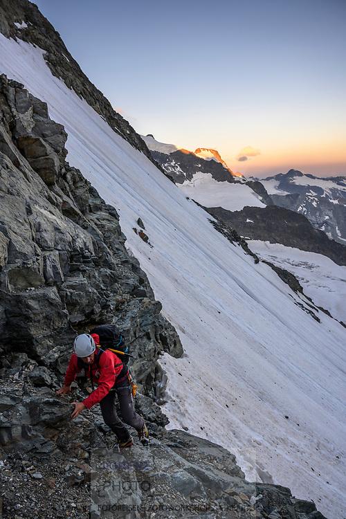 Im Aufstieg auf die Fuorcla Prievlusa. Eindrücke auf einer Hochtour von der Tschiervahütte über den Biancograt auf den Piz Bernina mit Abstieg über den Spalla-Grat zum Rifugio Marco e Rosa, Pontresina, Graubünden, Schweiz<br /> <br /> On the ascent of Fuorcla Prievlusa. Impressions on an alpine tour from the Tschiervahütte over the Bianco ridge to the Piz Bernina with descent over the Spalla ridge to Rifugio Marco e Rosa, Pontresina, Graubünden, Switzerland