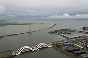 Nederland, Noord-Holland, Amsterdam, 16-01-2014; IJburg in de winter in de namiddag bij schemering. Rechts Steigereiland, en de IJburglaan, onder Enneus Heermabrug en midden strekdam IJdijk.  <br /> New residential area IJburg in winter in the afternoon at dusk. Steigereiland and IJburglaan right, bottom pic Enneus Heermabrug.<br /> luchtfoto (toeslag op standard tarieven);<br /> aerial photo (additional fee required);<br /> copyright foto/photo Siebe Swart