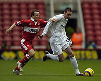Photo. Jed Wee. Digitalsport<br /> Middlesbrough v Bolton Wanderers, Barclays Premiership, 07/11/2004.<br /> Bolton's Nicky Hunt (R) keeps Middlesbrough's Boudewijn Zenden away from the ball.