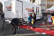 's_HERTOGENBOSCH  Supernanny Jo Frost komt met haar tv-programma  <br /> Nanny on tour op de Markt in Den Bosch waar (groot)ouders van vervelende  kinderen zich kunnen melden.