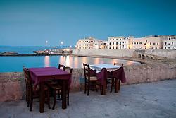 Tavolini di uno dei tanti ristoranti nei pressi della spiaggia della purità a Gallipoli (LE)
