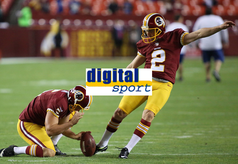 September 25, 2014: Washington Redskins punter Blake Clingan (5) holds for Washington Redskins kicker Kai Forbath (2) before a match between the Washington Redskins and the New York Giants at FedEx field in Landover, Maryland. NFL American Football Herren USA SEP 25 Giants at Redskins PUBLICATIONxINxGERxSUIxAUTxHUNxRUSxSWExNORxONLY Icon14092550<br />