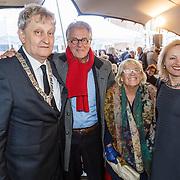 NLD/Amsterdam/20160515 - Nationaal Holocaust museum opent met schilderijen Jeroen Krabbé, burgemeester Eberhard van der Laan en Jeroen Krabbe, partner Herma en minister Jet Bussemaker