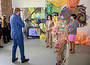 AMSTERDAM, 24-06-2021 , Rijksakademie van beeldende kunsten<br /> <br /> Koning Willem Alexander tijdens een bezoek aan de Open Studios van de Rijksakademie van beeldende kunsten in Amsterdam ter gelegenheid van het 150-jarig bestaan van het instituut. Tijdens de Open Studios laten vierenveertig Nederlandse en internationale kunstenaars de resultaten zien van hun tijdelijk verblijf aan de Rijksakademie. <br /> FOTO: Brunopress/Patrick van Emst