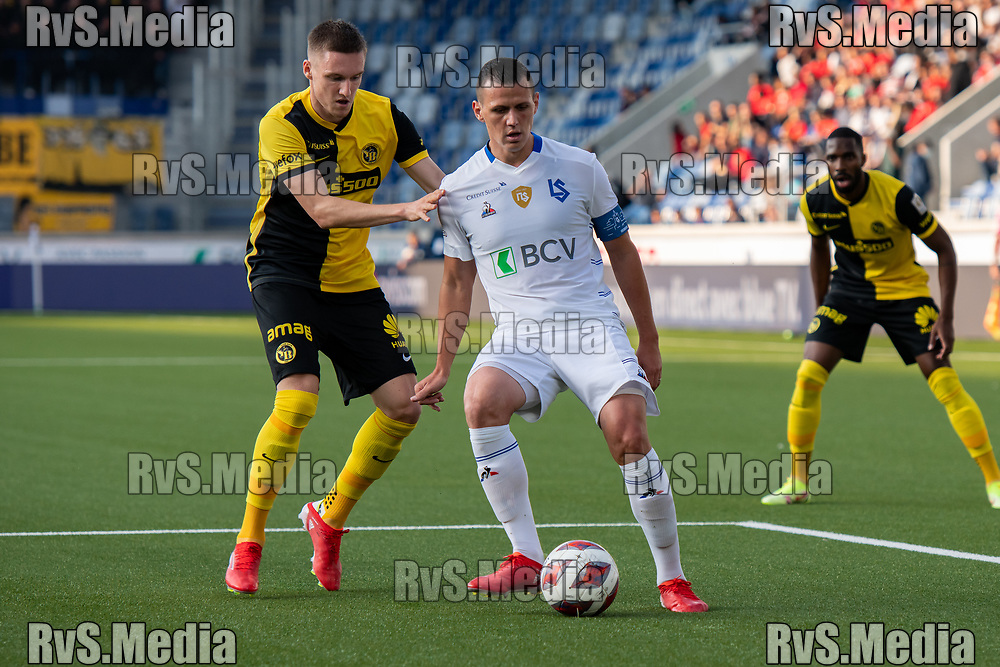 LAUSANNE, SWITZERLAND - SEPTEMBER 22: Stjepan Kukuruzovic #7 of FC Lausanne-Sport passes the ball in front of Michel Aebischer #20 of BSC Young Boys during the Swiss Super League match between FC Lausanne-Sport and BSC Young Boys at Stade de la Tuiliere on September 22, 2021 in Lausanne, Switzerland. (Photo by Basile Barbey/RvS.Media)
