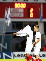 Fotball, 7. september 2012 , VM-kvalifisering herrer , Island - Norge 2-0<br /> Joshua King og Espen Ruud , Norge depper med lystavlen i bakgrunn , som viser tap 2-0<br /> <br /> Iceland - Norway