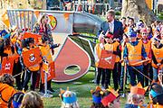 """AMERSFOORT, 23-04-2021 , Kindcentrum Vlinderslag <br /> <br /> Koning Willem Alexander en Koningin Maxima tijdens het startsein voor de landelijke opening van de Koningsspelen op Kindcentrum Vlinderslag in Amersfoort. De negende editie van de Koningsspelen draait met het thema 'ik+jij=wij' om het belang van samen. <br /> <br /> King Willem Alexander and Queen Maxima during the start for the national opening of the King's Games at Kindcentrum Vlinderslag in Amersfoort. The ninth edition of the King's Games revolves around the importance of together with the theme """"I + you = we""""."""