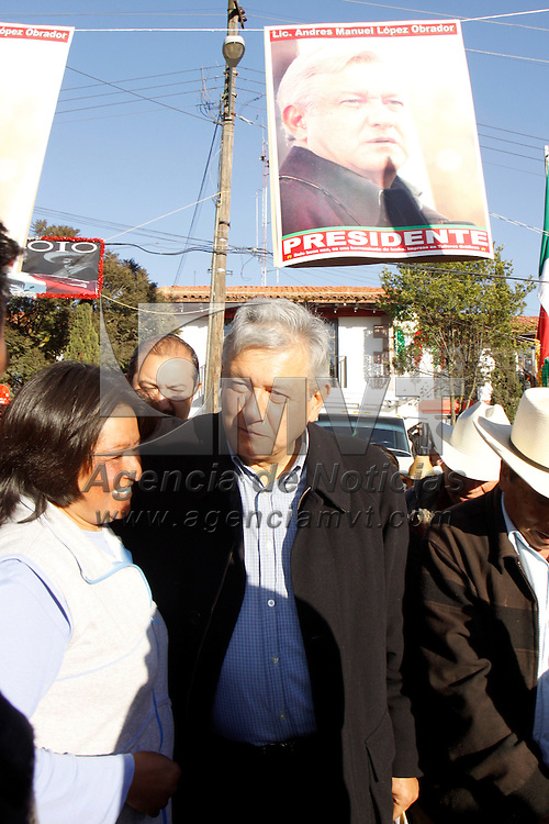 XALATLACO, México.- Andrés  Manuel López Obrador en su gira por el Estado de México visitó este día los municipios Xalatlaco y Santiago Tianguistenco, en donde exhorta a la gente a seguir su causa. Agencia MVT / Crisanta Espinosa. (DIGITAL)
