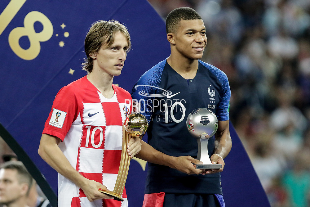 Luka Modric of Croatia, adidas Golden Ball Award winner ( Best player of the World Cup 2018 ) and Kylian Mbappe of France, FIFA Young Player Award ( Best young player of the World Cup 2018 ) after the 2018 FIFA World Cup Russia, final football match between France and Croatia on July 15, 2018 at Luzhniki Stadium in Moscow, Russia - Photo Thiago Bernardes / FramePhoto / ProSportsImages / DPPI