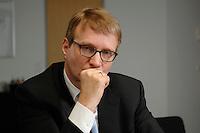 09 JAN 2007, BERLIN/GERMANY:<br /> Ronald Pofalla, CDU Generalsekretaer, waehrend einem Interview, in seinem Buero, CDU Bundesgeschaeftsstelle<br /> IMAGE: 20070109-01-027