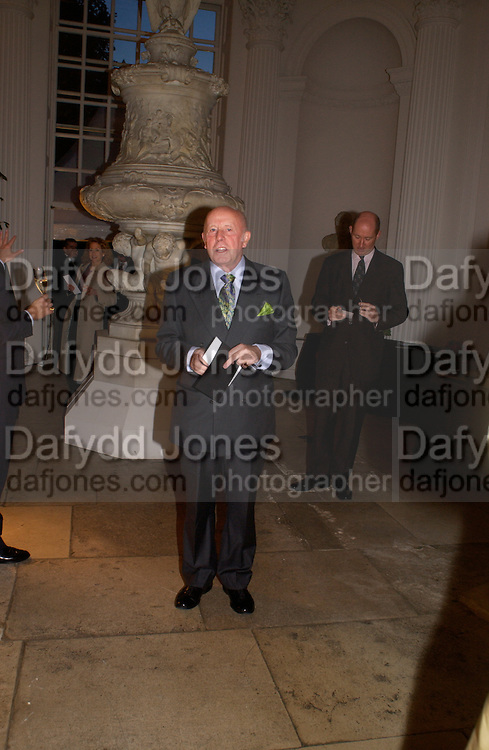 Richard Wilson, British Luxury Club, Celebration, the Orangery, Kensington Palace. 16 September 2004. SUPPLIED FOR ONE-TIME USE ONLY-DO NOT ARCHIVE. © Copyright Photograph by Dafydd Jones 66 Stockwell Park Rd. London SW9 0DA Tel 020 7733 0108 www.dafjones.com