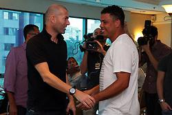 Os jogadores Ronaldo Nazario e Zidane durante encontro no Hotel Sheraton Porto Alegre antes do Jogo Contra a Pobreza. FOTO: Marcos Nagelstein/Preview.com/PNUD