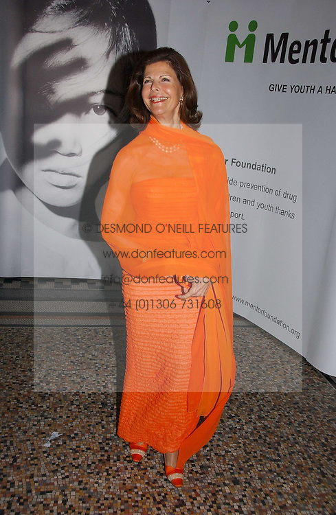 HM QUEEN SILVIA OF SWEDEN at a gala dinner in the presence of HM Quenn Silvia of Sweden and HM Queen Noor of Jordan in aid of the charity Mentor held at the Natural History Museum, Cromwell Road, London on 23rd May 2006.<br /><br />NON EXCLUSIVE - WORLD RIGHTS