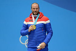 February 15, 2018 - Pyeongchang, South Korea - AKSEL LUND SVINDAL of Norway with his gold medal from the Men's downhill event in the PyeongChang Olympic games. (Credit Image: © Christopher Levy via ZUMA Wire)