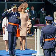 NLD/Den Haag/20180831 - Koninklijke Willems orde voor vlieger Roy de Ruiter, Koning Willem - Alexander salueert