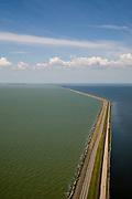 Nederland, Flevoland, IJsselmeer, 14-07-2008; Houtribdijk verbindt Enkhuizen en Lelystad en deelt de voormalige Zuiderzee in Markermeer (links)  en het IJsselmeer (rechts); aan de verre horizon Noord-Holalnd / West-Friesland; de dijk is oorpronkelijk aangelegd om het Markeermeer in te polderen (Markerwaard), deze inpoldering maakte reeds deel uit van de Zuiderzeewerken; andere namen voor de dijk zijn: Markerwaarddijk, Lelydijk en Dijk Enkhuizen-Lelystad N302; toekomst, algen, licht, leeg, leegte, Lely, . .luchtfoto (toeslag); aerial photo (additional fee required); .foto Siebe Swart / photo Siebe Swart