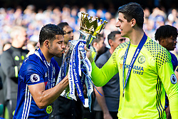 Diego Costa kisses the trophy as Chelsea celebrate winning the 2016/17 Premier League - Rogan Thomson/JMP - 21/05/2017 - FOOTBALL - Stamford Bridge - London, England - Chelsea v Sunderland - Premier League..
