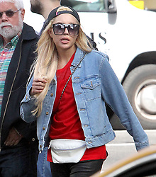 TV personnality Amanda Bynes is walking and talking to herself on Sixth Avenue in New York City, NY, USA, on October 7, 2014. Photo by Charles Guerin/ABACAPRESS.COM  | 469772_012 New York City Etats-Unis United States