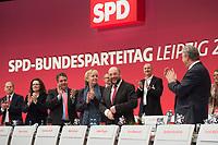 15 NOV 2013, LEIPZIG/GERMANY:<br /> Olaf Scholz, Andrea Nahles, Sigmar Gabriel, SPD Parteivorsitzender, Hannelore Kraft, SPD, MInisterpraesidentin Nordrhein-Westfalen, Martin Schulz, SPD, Praesident des Europaeischen Parlaments, und Klaus Wowereit, (1. Reihe v.L.n.R.), nach der Rede von Schulz Rede, SPD Bundesparteitag, Leipziger Messe<br /> IMAGE: 20131115-01-162<br /> KEYWORDS: Party Congress, Parteitag, Applaus, applaudieren, klatschen