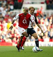 Fotball<br /> Foto: SBI/Digitalsport<br /> NORWAY ONLY<br /> <br /> Arsenal v Middlesbrough<br /> Barclays Premiership. 22/08/2004<br /> Ashley Cole and Gaizka Mendieta during the game at Highbury