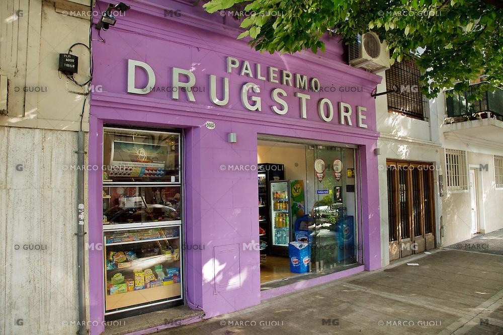 "KIOSCO ""PALERMO DRUGSTORE"", BARRIO DE PALERMO VIEJO O SOHO, BUENOS AIRES, ARGENTINA"