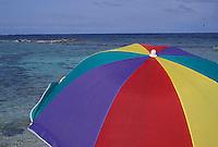 Sombrilla de colores en la playa, Morrocoy, Estado Falcón, Venezuela.