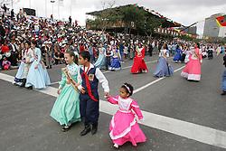 DTG marca gaúcha desfilou pela primeira vez este ano na 6 invernada que falava sobre indumentaria gaúcha. FOTO: Jefferson Bernardes/Preview.com