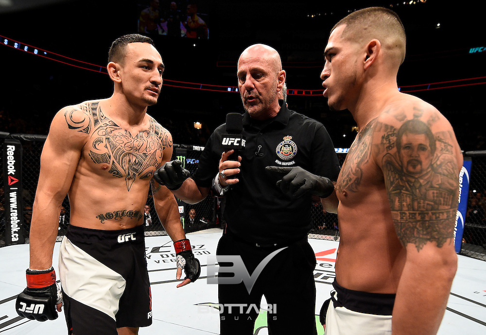 TORONTO, CANADA - DECEMBER 10:  (L-R) Opponents Max Holloway and Anthony Pettis face off prior to their interim UFC featherweight championship bout during the UFC 206 event inside the Air Canada Centre on December 10, 2016 in Toronto, Ontario, Canada. (Photo by Jeff Bottari/Zuffa LLC/Zuffa LLC via Getty Images)