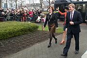 Streekbezoek van Koning Willem-Alexander en Koningin Máxima aan de Groningse en Drentse Veenkoloniën<br /> <br /> Visit of King Willem-Alexander and Queen Maxima at the Groningen and Drenthe peat.<br /> <br /> Op de foto / On the photo: Aankomst bij het Werkvoorzieningsbedrijf Wedeka . Wedeka werkt met mensen die een afstand hebben tot de arbeidsmarkt. / Arrival at Wedeka. Wedeka works with people who have a distance to the labor market.