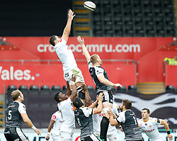 Justin Basson of Cheetahs claims the lineout<br /> <br /> Photographer Simon King/Replay Images<br /> <br /> Guinness PRO14 Round 2 - Ospreys v Cheetahs - Saturday 8th September 2018 - Liberty Stadium - Swansea<br /> <br /> World Copyright © Replay Images . All rights reserved. info@replayimages.co.uk - http://replayimages.co.uk